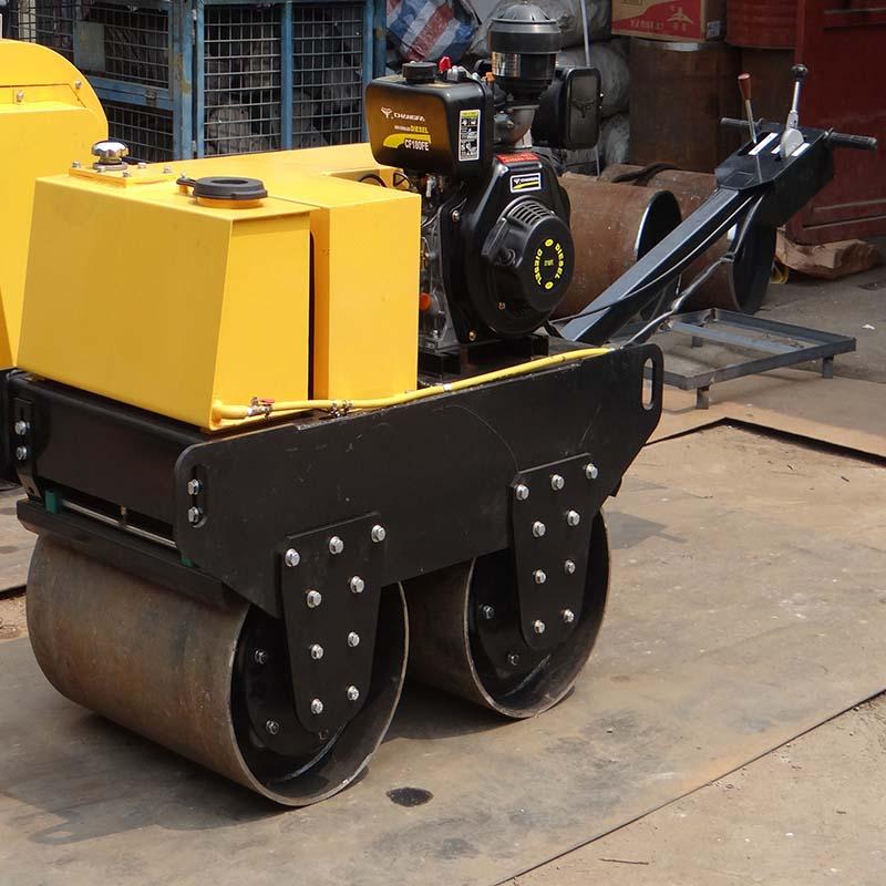 双钢轮2吨座驾式压路机